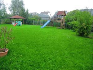 Ein Garten an der Unterkunft Hotel Heidehof