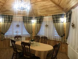 Ресторан / й інші заклади харчування у Rodynne Gnizdo