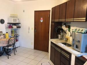 A kitchen or kitchenette at Cantinho da Guará
