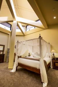 A bed or beds in a room at Jamala Wildlife Lodge