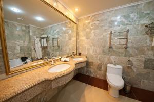 A bathroom at Vnukovo Village