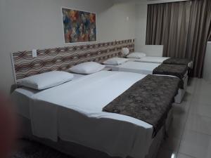 Cama ou camas em um quarto em Tamara-Garvey Park Hotel