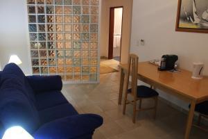 A seating area at Hotel Quinta das Pratas