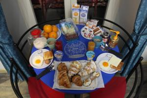 Breakfast options available to guests at Dolce Vita Rooms & Breakfast