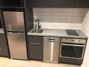 A kitchen or kitchenette at Nomads Nest Geelong