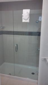 A bathroom at Rio Vista Inn & Suites Santa Cruz