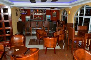 The lounge or bar area at Hillcourt Resort and Spa