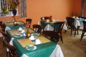 A restaurant or other place to eat at Brackenhurst Guesthouse