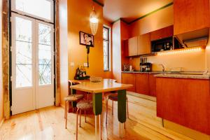 A kitchen or kitchenette at Lisbon Art Stay Apartments Baixa