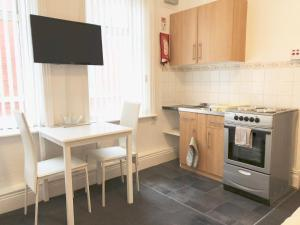 A kitchen or kitchenette at Empress Select Holiday Flats