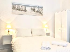 A bed or beds in a room at Empress Select Holiday Flats