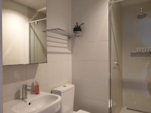 A bathroom at Homely Getaways off Chapel