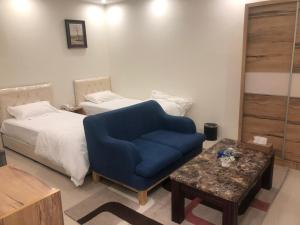 A bed or beds in a room at Vision of Onaizah Furnished Units