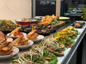 Lunch and/or dinner options for guests at Golden Crown Haifa
