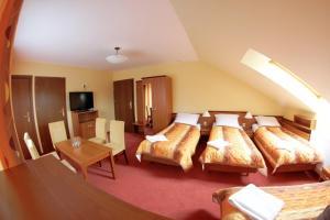 Łóżko lub łóżka w pokoju w obiekcie Pensjonat Żagielek