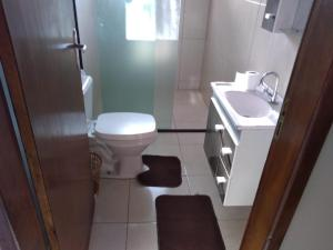 A bathroom at Casa na praia de São Francisco do Sul - Enseada