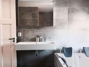 A bathroom at Stijlvolle @ luxe vrijstaande woning Maastricht