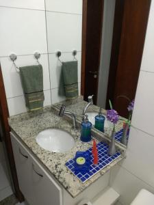 A bathroom at Apartamento na praia do francês