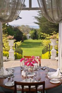 A restaurant or other place to eat at Seaview House Hotel
