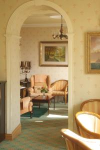 A seating area at Seaview House Hotel