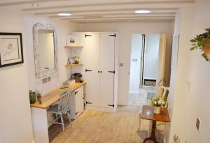 A kitchen or kitchenette at Owl Lodge