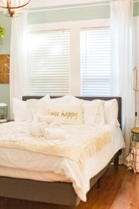 A bed or beds in a room at Seminole Heights Bungalow