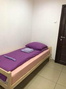 Кровать или кровати в номере Brusnika Hostel