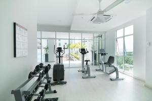 The fitness centre and/or fitness facilities at Straits Garden Suites, Georgetown