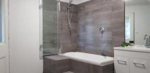 A bathroom at Barrington Church B&B