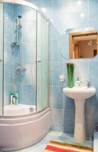 A bathroom at Apartment Minsk Centr ЖД Вокзал Свердлова 24 с двумя спальнями