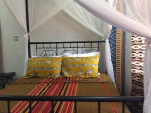 A bed or beds in a room at Korona Villa Bed & Breakfast