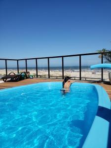 A piscina localizada em Aruá Pousada Boutique ou nos arredores