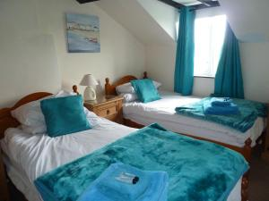 A bed or beds in a room at Mid Wales Inn