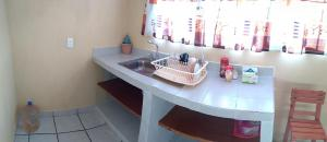 A kitchen or kitchenette at Depa facil acceso Aeropuerto, Metro, Bosque Aragon