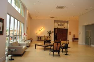 The lobby or reception area at Bourbon Cambará Hotel