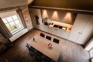 Een keuken of kitchenette bij Watou Guesthouse