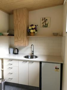 A kitchen or kitchenette at The Nook