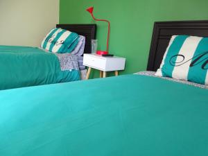 A bed or beds in a room at Hostal Pluma de Ganso