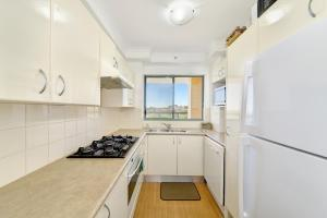 A kitchen or kitchenette at 810 At The Plaza