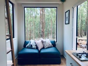 A seating area at Robinson Crusoe Tiny House