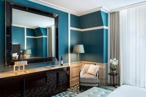 Uma casa de banho em Maison Albar Hotels Le Monumental Palace