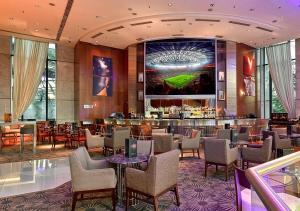 Um restaurante ou outro lugar para comer em Hilton Sao Paulo Morumbi