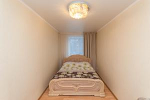 A bed or beds in a room at Apartment On Lenina 78