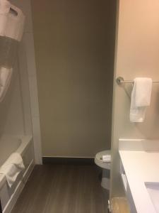 A bathroom at Southfort Inn