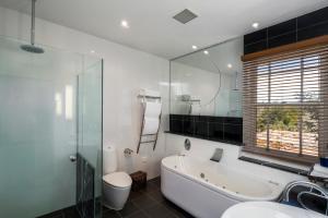 A bathroom at Tarraleah Lodge