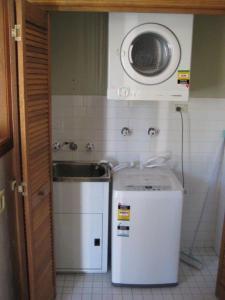 A kitchen or kitchenette at Scone Villas -Villa 1