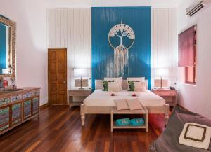 A bed or beds in a room at Le Domaine de La Reserve