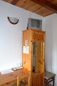 Un televizor și/sau centru de divertisment la Pensiunea Muntean
