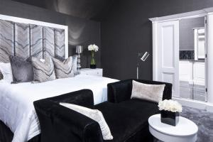 A bed or beds in a room at Turnhouse Chateau Sleeps 24 WiFi