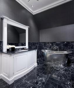 A bathroom at Turnhouse Chateau Sleeps 24 WiFi